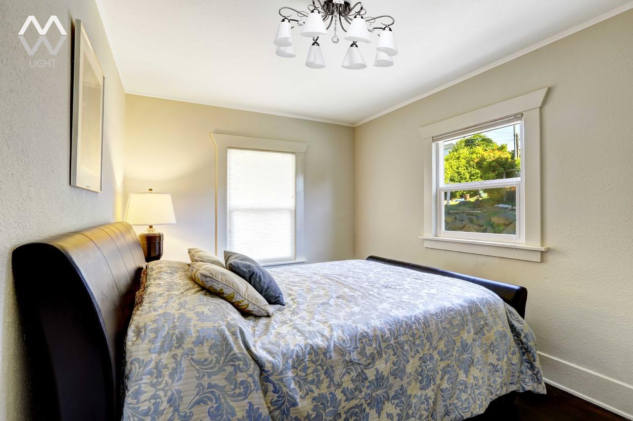 Люстра в маленькую спальню фото в интерьере